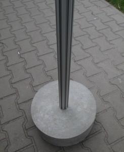 betonowa podstawa w kształcie walca