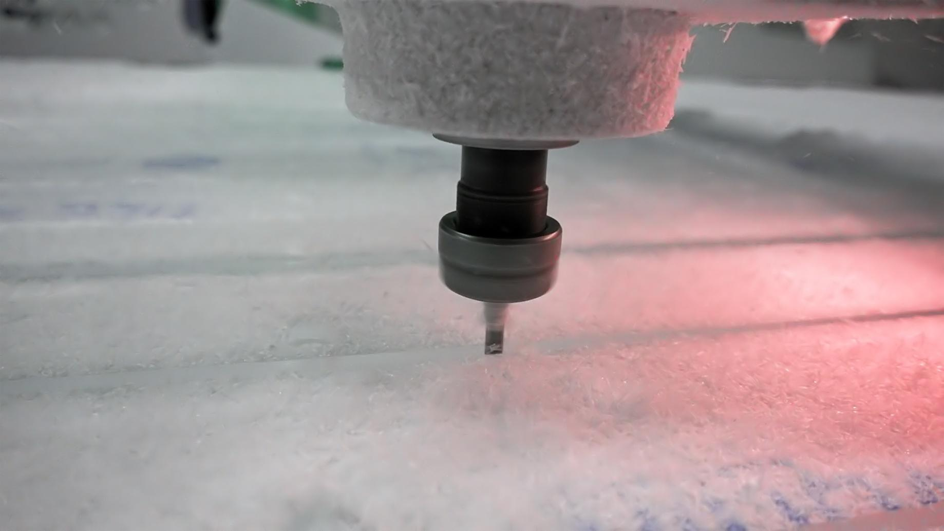 Milling cutter cuts plastic part on robotized line